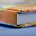 ページは厚めの重厚感漂う写真集